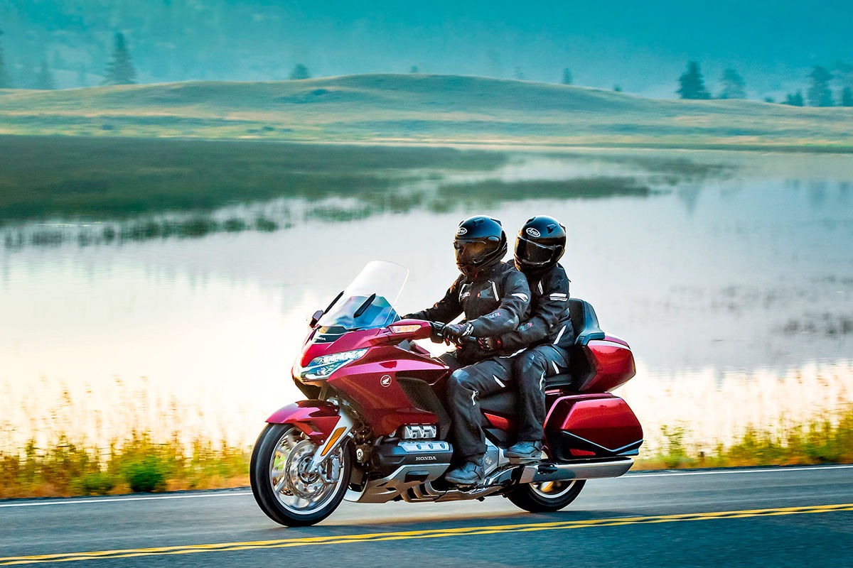 GL 1800 Gold Wing Tour Discover what lies beyond.*