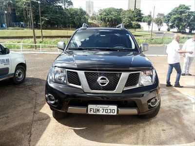Nissan Frontier SV Attack 2.5 TD CD 4x4 2015}