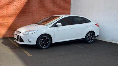 Ford Focus Sedan 2.0 Titanium (Aut) 2014}