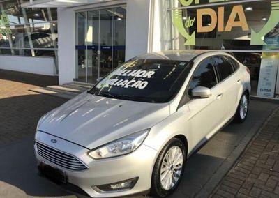 Ford Focus Fastback TITANIUM Plus 2.0 (Aut) 2016}