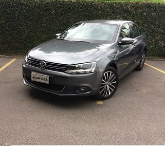 Volkswagen Jetta Highline 2.0 TSI I-Motion 2012}