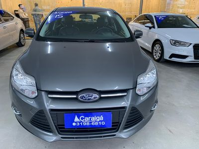 Ford Focus Hatch SE 2.0 PowerShift 2015}