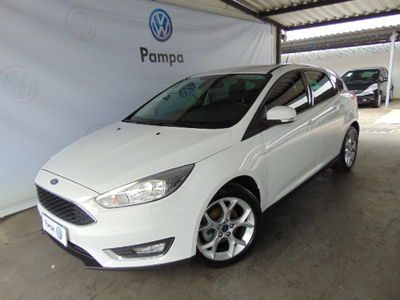 Ford Focus Hatch  SE 2.0 AT 2017}