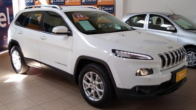Jeep Cherokee Longitude 3.2 4x$ V6 24V AT 2015}