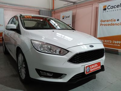 Ford Focus Hatch  SE 2.0 AT 2016}