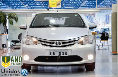 Toyota Etios Hatch Platinum 1.5L Flex 2015}