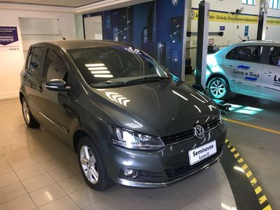 Volkswagen Fox Highline 1.6 MSI I-MOTION (Flex) 2015}