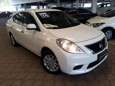 Nissan Versa 1.6 16V S 2014}