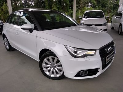 Audi A1 Sportback Attraction 1.4 TFSI S Tronic 2013}