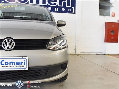 Volkswagen Fox 1.6 MI 8V FLEX 4P MANUAL 2013}