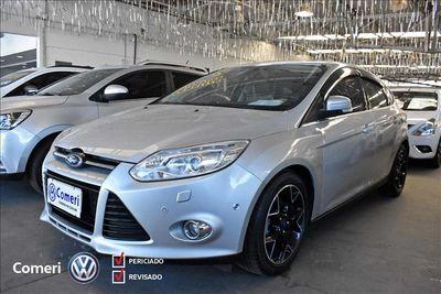 Ford Focus Hatch Titanium 2.0 PowerShift 2015}
