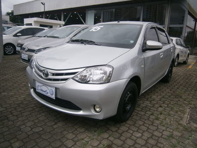 Toyota Etios Sedan XS 1.5L (Flex) 2015}