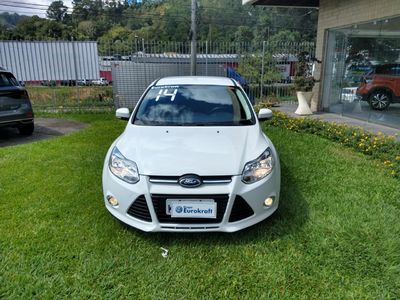 Ford Focus Hatch SE 1.6 16V TiVCT PowerShift (Aut) 2014}
