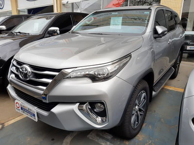 Toyota SW4 SRX 4.0L V6 4x4 Aut 2017}