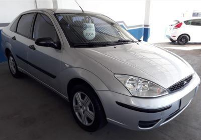 Ford Focus Sedan 2.0 16V (Aut) 2004}