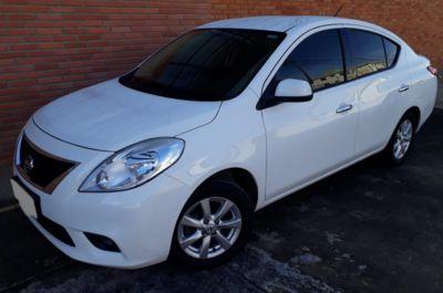 Nissan Versa 1.6 16V SL 2014}