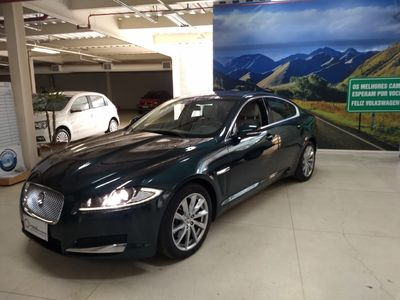 Jaguar XF 2.0 Luxury 2013}