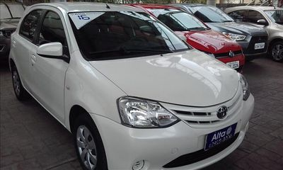 Toyota Etios Hatch 1.5 XS 16V 2016}