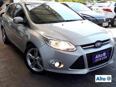 Ford Focus Hatch  SE 2.0 AT 2015}