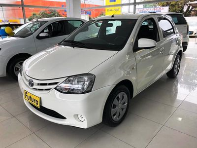 Toyota Etios Hatch X 1.3L Flex 2014}