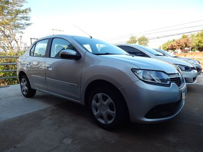 Renault Logan Expression 1.6 8v (Flex) 2014}