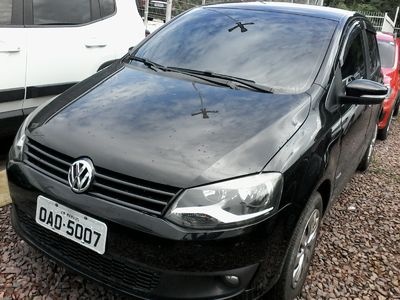 Volkswagen Fox 1.0 MI 8V FLEX 4P MANUAL 2013}