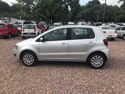 Volkswagen Fox 1.0 Mi 8V Total Flex 4p 2013}