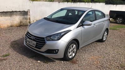Hyundai HB20S Comfort Plus blueMedia 1.6 AT 2016}