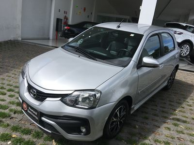 Toyota Etios Hatch Platinum 2016 2017}