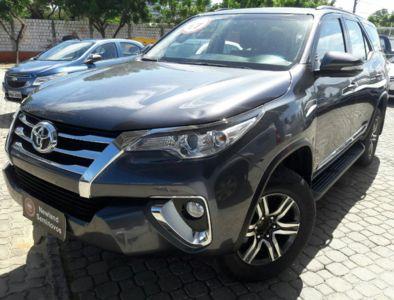 Toyota SW4 SR 2.7 4x2 7 Lugares (Aut) 2017}
