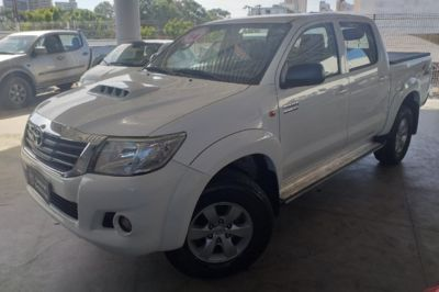 Toyota Hilux Cabine Dupla SR A/T 3.0 4x4 2014}