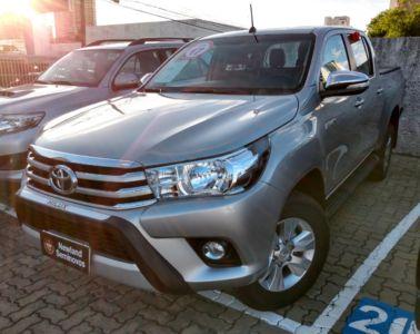 Toyota Hilux Cabine Dupla SRV A/T 4x4 Diesel 2017}
