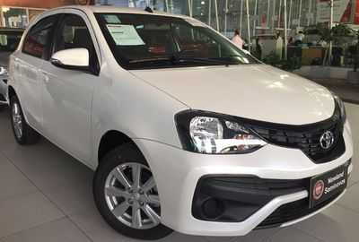 Toyota Etios Hatch X Plus 1.5 2020}
