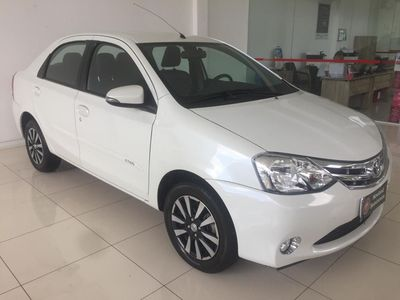 Toyota Etios Sedan Platinum 1.5 16V 2016}