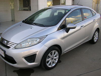 Ford New Fiesta Sedan SE 1.6 16V (Flex) 2011}