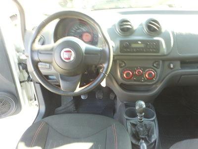 Fiat Uno Sporting 1.4 8V (Flex) 4p 2014}