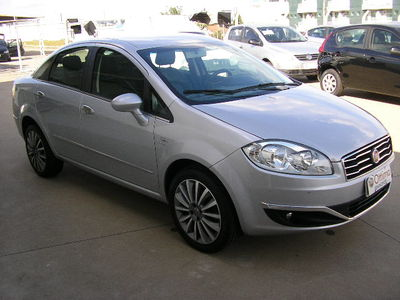 Fiat Linea 1.8 16V Absolute Dualogic 2015}