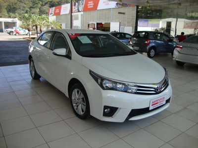 Toyota Corolla 1.8 GLi Automático Couro Flex 2017}