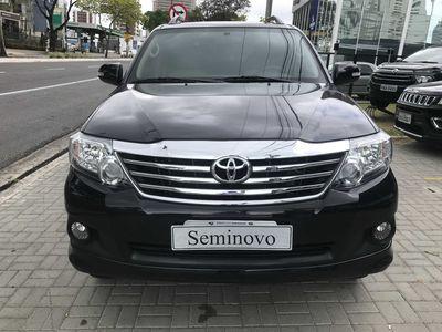 Toyota SW4 SR 2.7 4x2 7 Lugares (Aut) 2015}