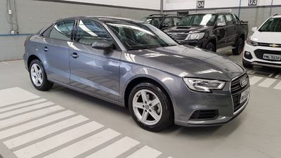 Audi A3 Sedan 1.4 TFSI S tronic 2019}