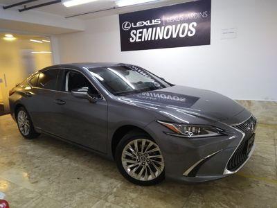 Lexus ES 300 300h 2019}
