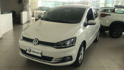 Volkswagen Fox 1.6 VHT Highline I-Motion (Aut) (Flex) 2015}