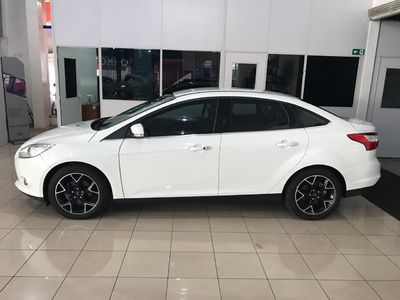 Ford Focus Sedan Titanium 2.0 PowerShift 2015}
