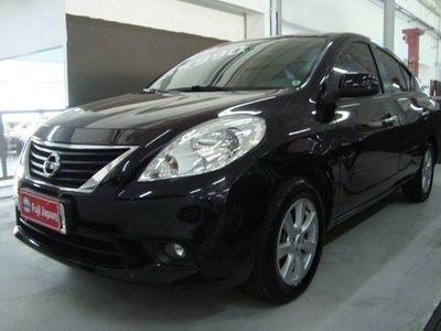 Nissan Versa 1.6 16V SL 2013}
