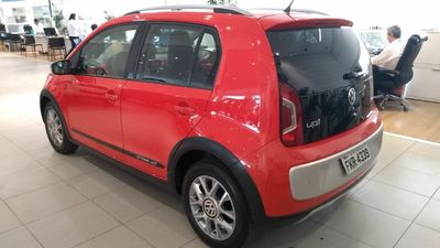 Volkswagen Cross Up! 1.0 TSI  12V 2016}