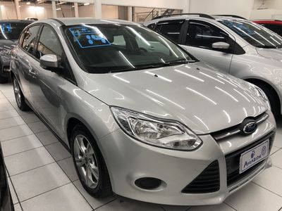 Ford Focus Hatch S 1.6 16V TiVCT PowerShift (Aut) 2014}