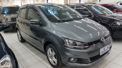 Volkswagen Fox Highline 1.6 MSI (Flex) 2016}
