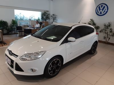 Ford Focus Hatch Titanium 2.0 PowerShift 2015}