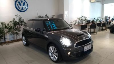 MINI Cooper S 1.6 16V Turbo (aut) 2013}